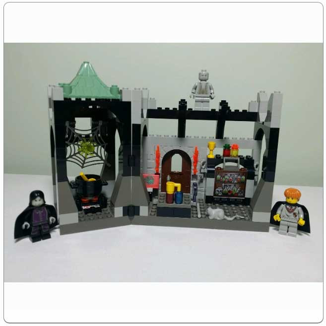 Lego Set 4705 - Snape's Classroom