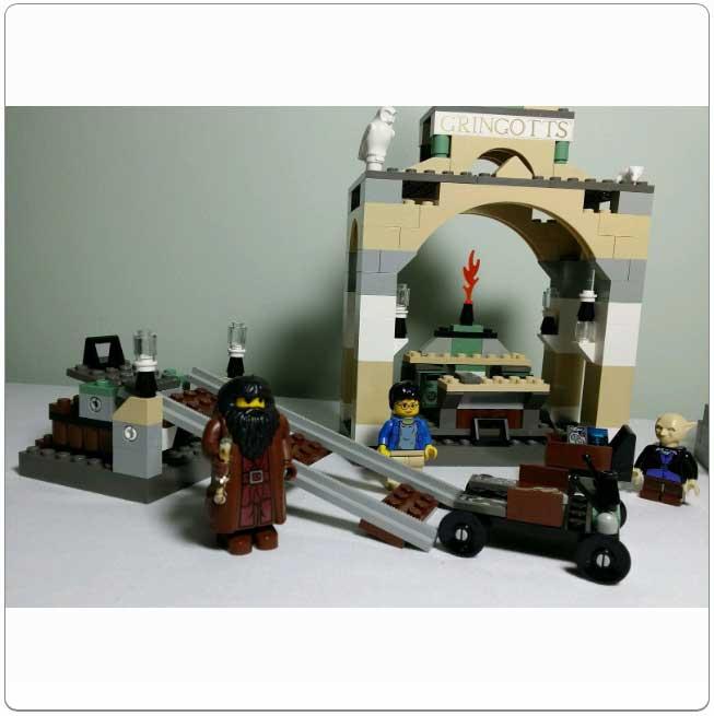 Lego Set 4714 – Gringott's Bank