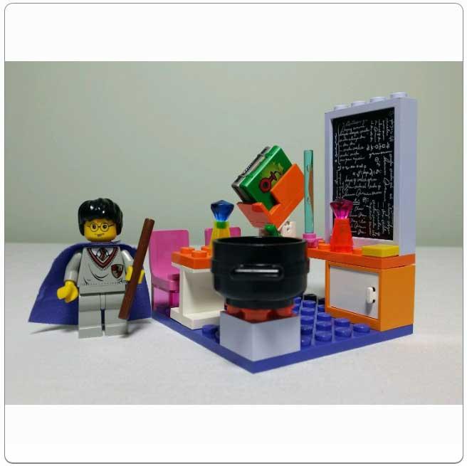 Lego Set 4721 – Hogwarts Classroom